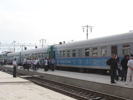 Zug Bahnhof Samarkand Usbekistan