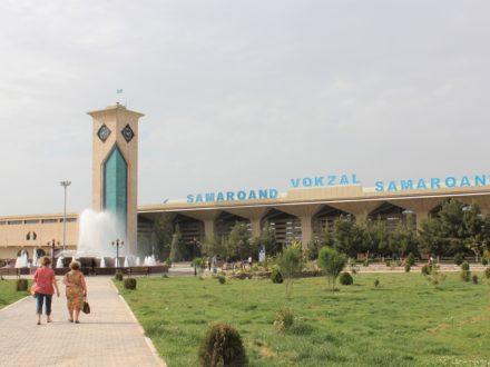 Samarkand Bahnhof Bahnreise Usbekistan